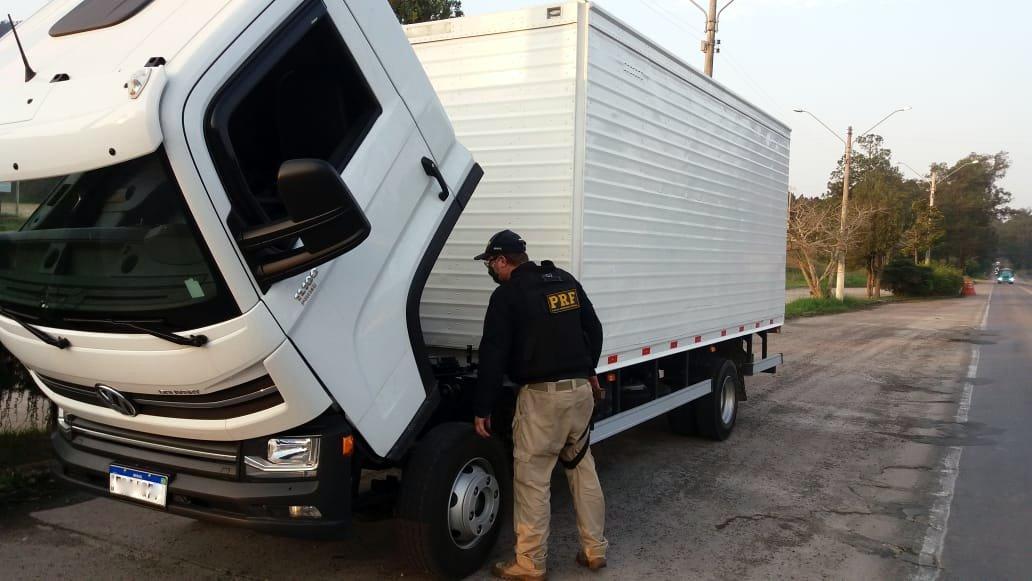Caminhão com motor roubado é flagrado pela PRF na BR-470 em Rio do Sul