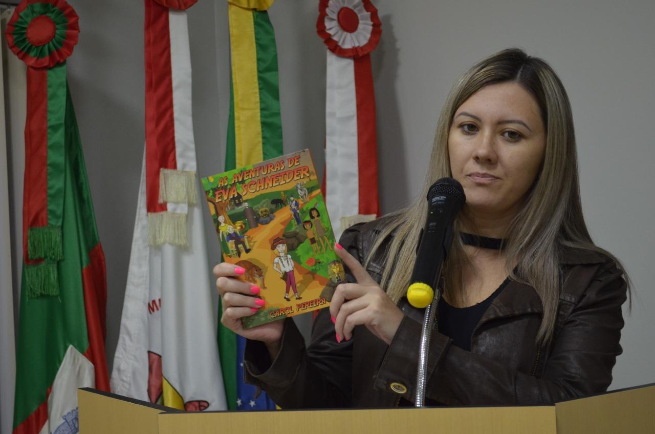 Professora de Alfredo Wagner busca apoio da população para lançar livro que conta a história do Município