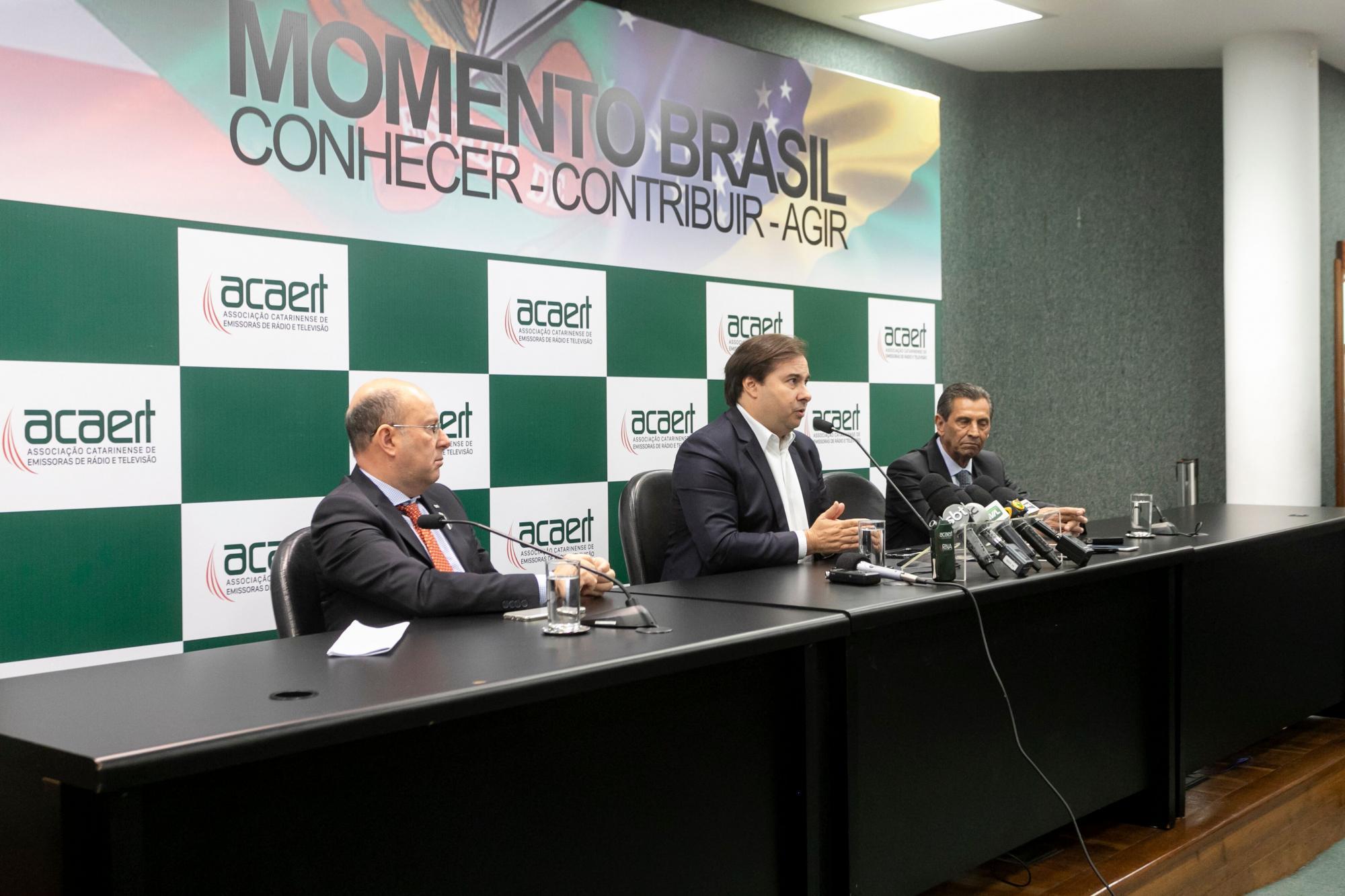 Redução de carga tributária está relacionada às reformas, defende Rodrigo Maia