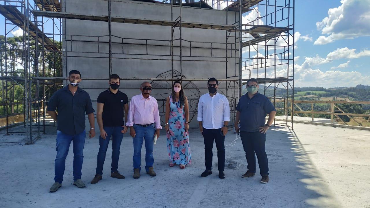 Representantes da Santur visitam Ituporanga sinalizam entusiasmo do Estado na construção do Santuário de Nossa Senhora de Lourdes e do Louvor