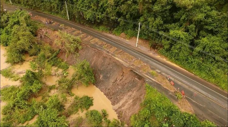 Rua que liga Rio do Sul e Lontras, no Alto Vale, está totalmente interditada