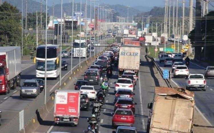 Saiba quais dias e horários devem ter maior movimento nas rodovias de SC
