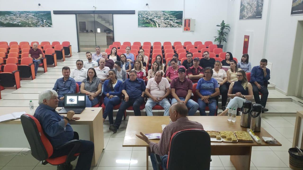 Secretários e servidores da administração de Ituporanga recebem capacitação