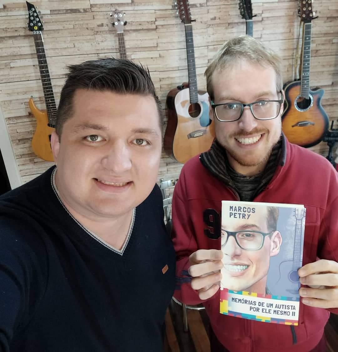 Terceiro livro do vidalense Marcos Petry fala sobre o poder da música