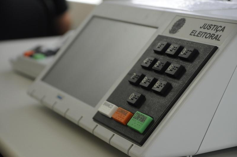 TRE-SC recebe 774 reclamações de eleitores na votação do 1º turno e manda duas urnas para auditoria