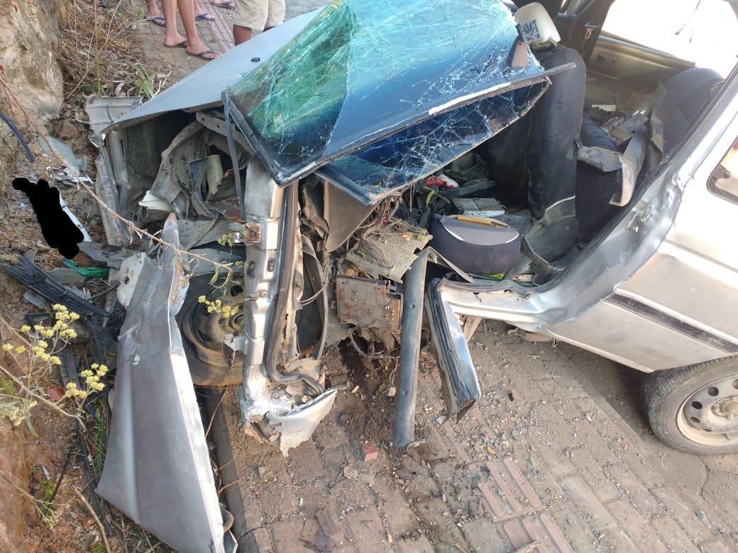 Veículo colide contra barranco e condutor fica gravemente ferido em Petrolândia