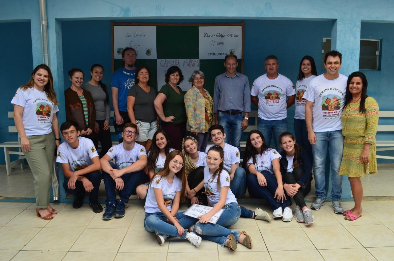 Vereadores Mirins de Alfredo Wagner promovem Natal Solidário para alunos da Apae do município