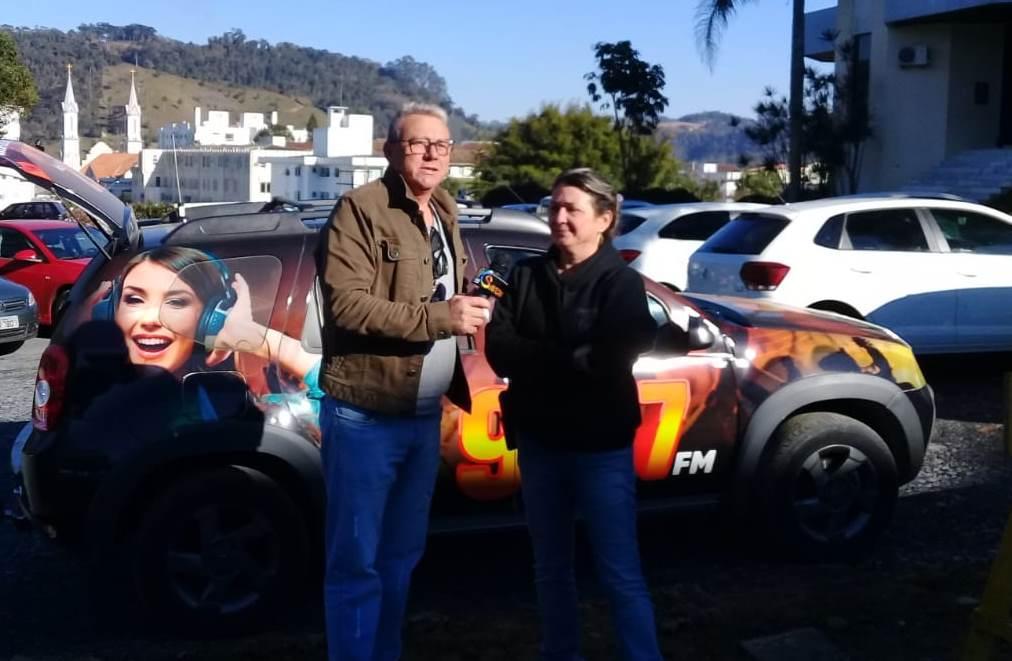 Delegada Elizabete Figueiredo em entrevista ao repórter João Sérgio