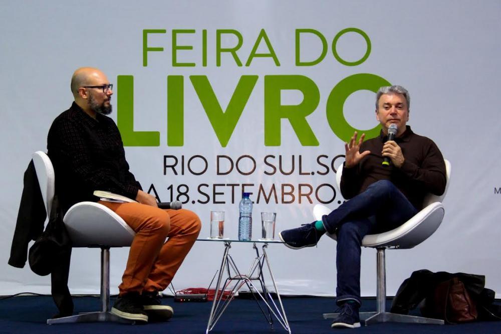 Carlos Henrique Schroeder e Edney Silvestre - Foto Tiago Amado