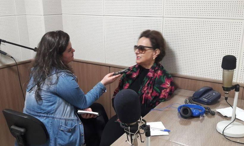 Deputada Dirce concede entrevista a repórter Luana Abreu, na Sintonia (Foto: Divulgação)