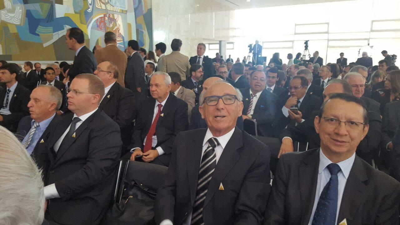 Diretor geral da Rádio Sintonia, Gervásio Maciel, participa da cerimônia de assinatura de migração.