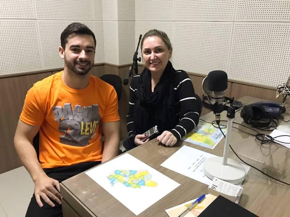 Douglas Sens em entrevista a jornalista Adriane Rengel