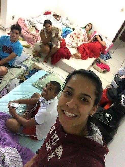 Ju Nogueira abriga atingidos pela enchente em seu apartamento