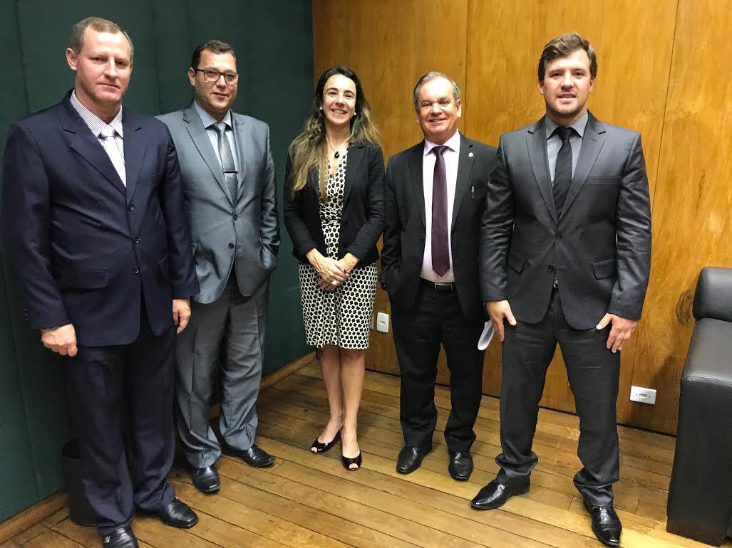 Mario Hillesheim (e), Adriano Coelho, Tatiana Rosito, Peninha e Diogo Gastaldi (Foto: Divulgação)