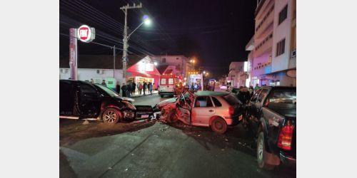 Acidente grave deixa cinco pessoas feridas