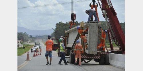 BR-470 terá interdições para colocação de vigas até quarta-feira, em Ilhota