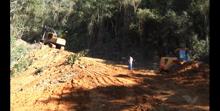 Britador da pedreira de Aurora quebra e prejudica serviços de melhorias nas estradas do município