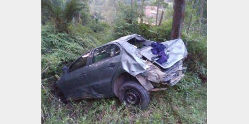 Carro de Imbuia despenca às margens da BR-470, motorista morre e carona é socorrido depois de 15 horas