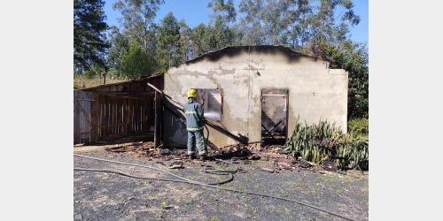 Incêndio consome quase 100% de residência no interior de Ituporanga