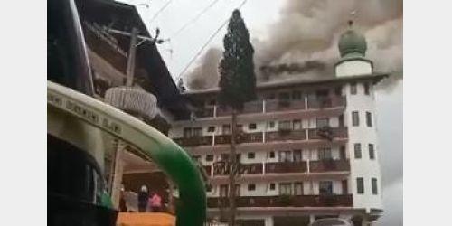 Incêndio destrói parte de telhado de hotel em Treze Tílias
