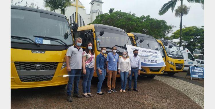 Ituporanga recebe quatro novos ônibus para reforçar a frota escolar