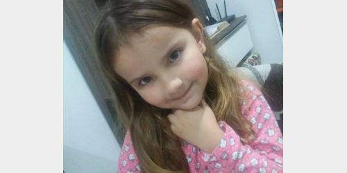 Menina de cinco anos é encontrada morta em casa com sinais de estrangulamento