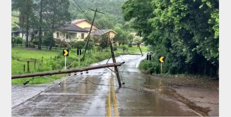 Moradores do Alto Vale completam uma semana sem energia elétrica