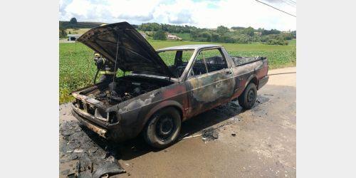 Carro pega fogo em Ituporanga