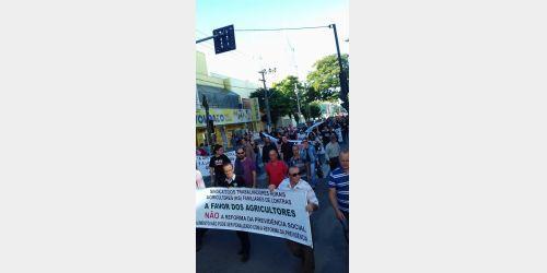 Cerca de 350 pessoas participaram de ato da Greve Geral em Rio do Sul