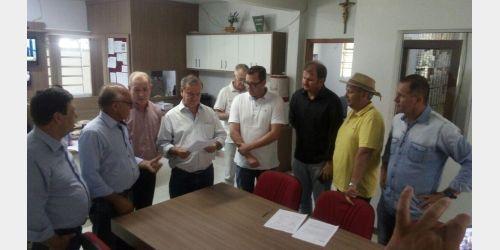 Deputado Peninha recebe documento que solicita construção de ciclovia em Ituporanga