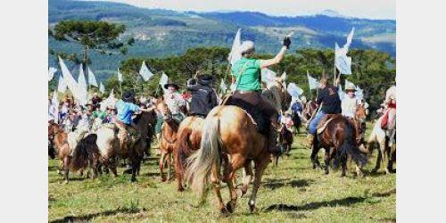 Mais de 80 mil reais são arrecadados com cavalgada em prol do Hospital de Alfredo Wagner