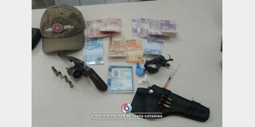 PM apreende arma, droga e munições em Ituporanga