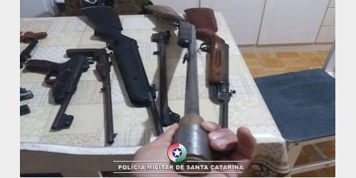 PM apreende diversas armas e munições em Presidente Getúlio