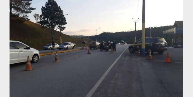 Operação Tamoio: Polícia Rodoviária Federal realiza fiscalização na BR-282 em Rancho Queimado