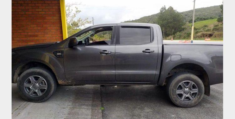 Picape roubada no Rio de Janeiro e que circulava clonada é recuperada na BR-282