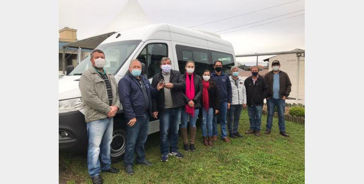 Veículo 0km reforça frota da secretaria de Saúde de Imbuia